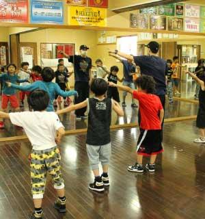 郊外で展開するキッズ専門のダンススタジオ